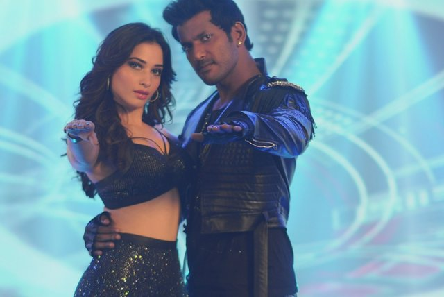 Kaththi Sandai (Lyric Video)