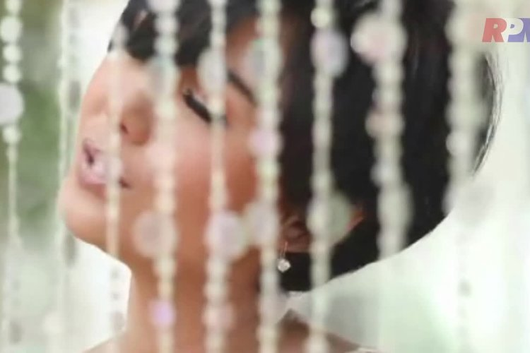Tidal watch yuni shara aku cinta padamu official music video on yuni shara aku cinta padamu official music video reheart Image collections