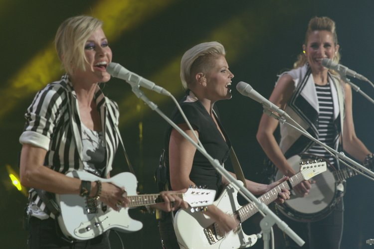 The dixie chicks live, sexibl old fuck young