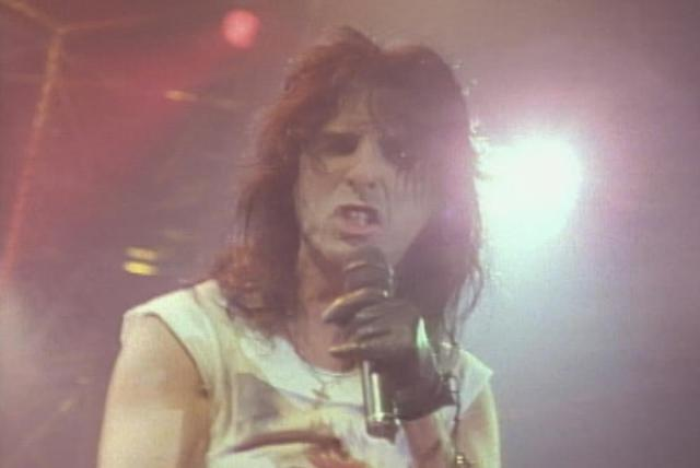 I'm Your Gun (from Alice Cooper: Trashes The World)